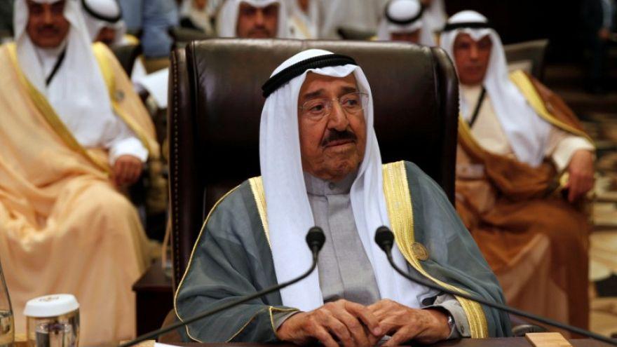 أمير الكويت يدخل المستشفى