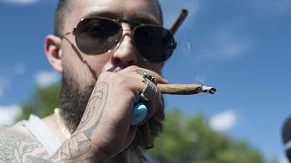 Image: Marijuana smokers in Colorado