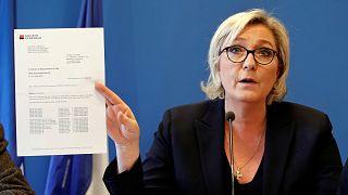 """Marine Le Pen diz-se vítima de uma """"fatwa"""" bancária"""