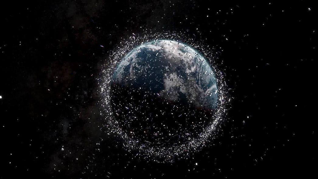 برای از بین بردن زباله های فضایی چه باید کرد؟
