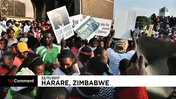 Zimbabveliler Mnangagwa'nin gelişini kutluyor