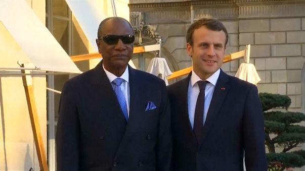 """Esclavage en Libye, Emmanuel Macron dénonce """"un crime contre l'humanité"""""""