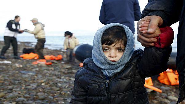 انتشار ویدیوی نحوه برخورد پلیس سوئد با یک خانواده پناهجوی سوری خبرساز شد