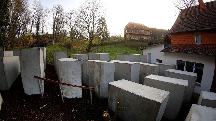 Construyen una réplica del memorial al Holocausto frente a la casa de un político de ultraderecha alemán