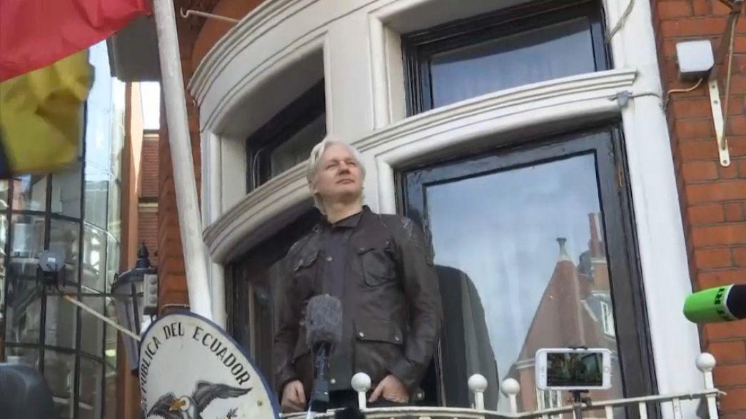Ecuador warns Assange over Catalonia comments