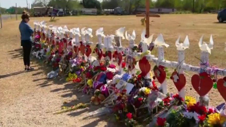 Először ünnepel a texasi lövöldözésben megölt lánya nélkül a templom lelkipásztora