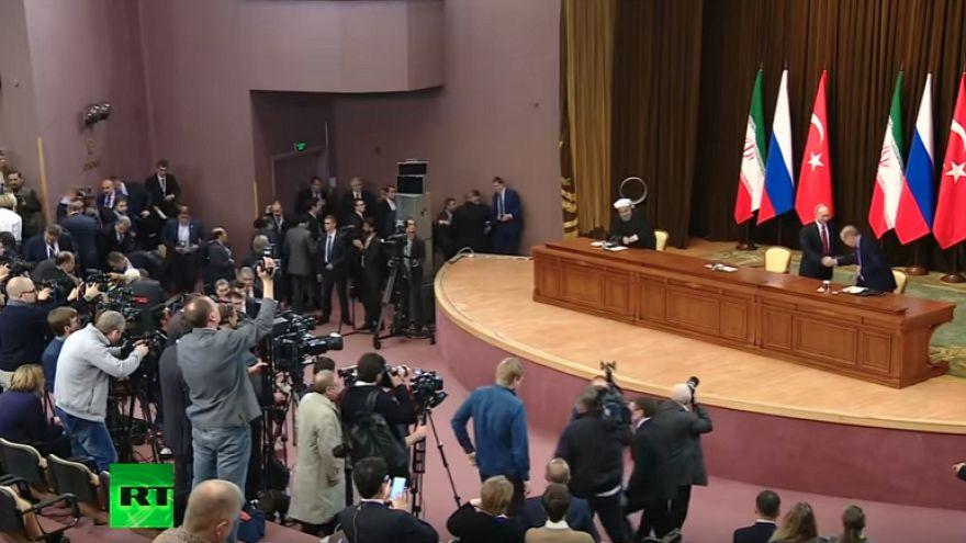 Putin, yanlışlıkla Erdoğan'ın sandalyesini devirdi