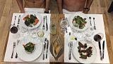 Paris'teki nudist restoranda ilk yemekler yendi