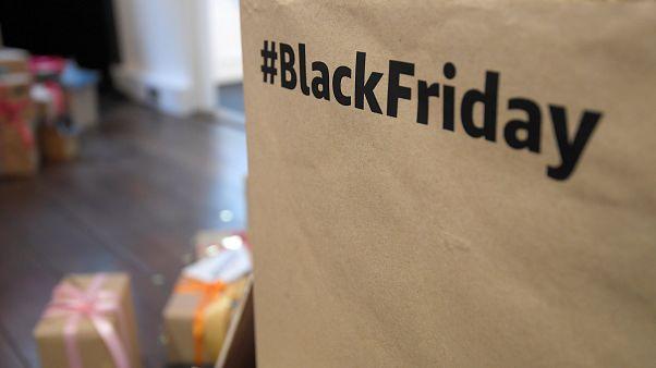 """""""الجمعة السوداء""""..تعرف على يوم جنون التسوق"""