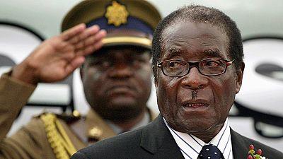 """L'immunité accordée"" à Robert Mugabe, qui refuse de mourir en exil"