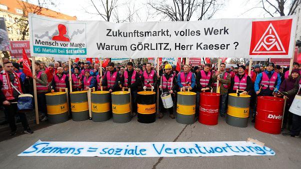 Siemens çalışanlarından işçi çıkarma planına tepki