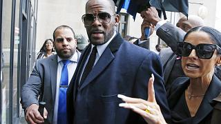 Image: Singer R. Kelly arrives at the Leighton Courthouse for his status he