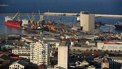 Le président algérien ordonne le paiement de la dette interne