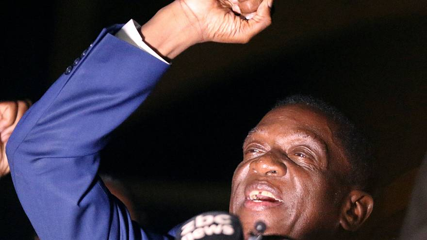 Mnangagwa assume presidência interina do Zimbabué