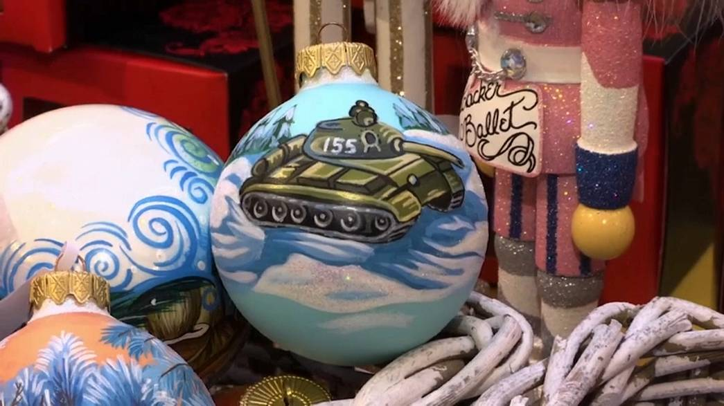 Military themed Christmas decorations go on sale in Moscow