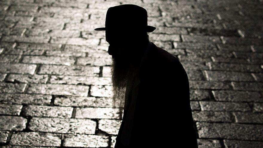 فندق بولندي يثير غضب اليهود بسبب لافتة على مدخله