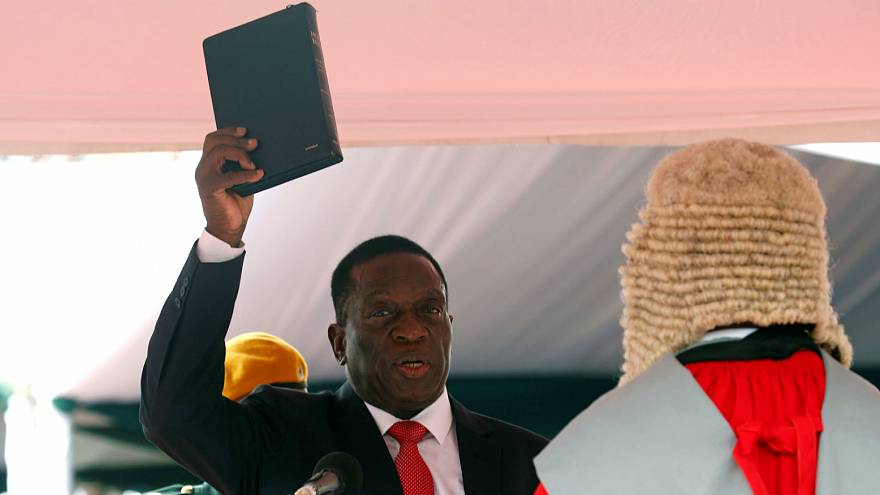 Emmerson Mnangagwa toma posse em ambiente de festa