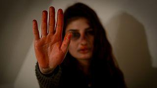 خشونت علیه زنان؛ از بدنهای کبود تا روانهای رنجیده