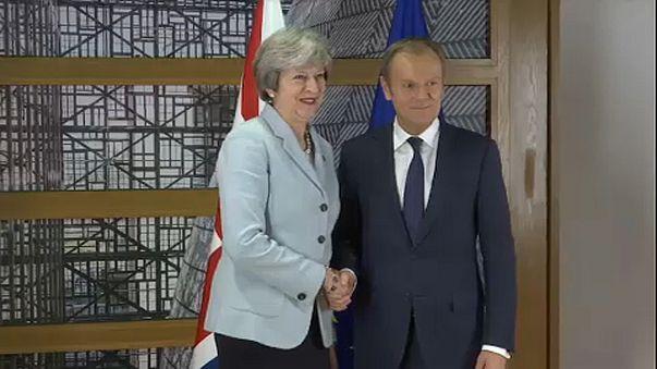 Brexit: May dá garantias a Tusk