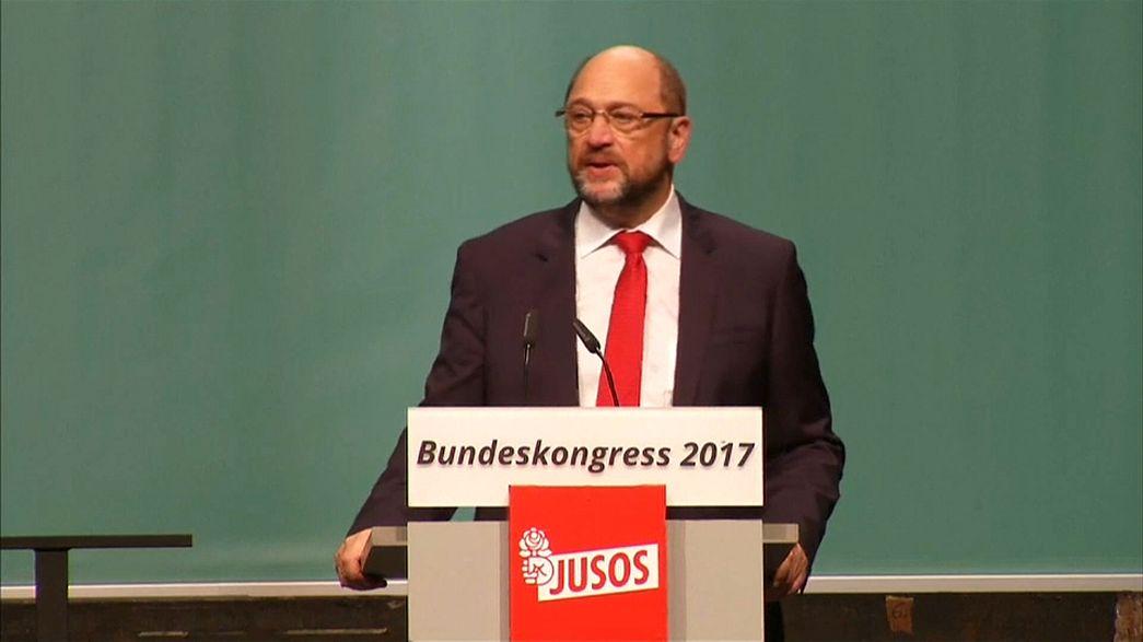 Le SPD tend la main à Angela Merkel