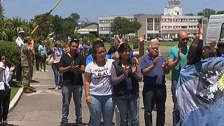 Famílias do ARA San Juan recebem apoio dos argentinos e culpam a Marinha