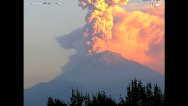 شاهد: مشاهد رائعة لانفجار بركان بالمكسيك