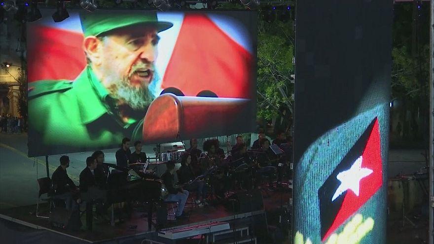Fidel Castro, il primo anniversario
