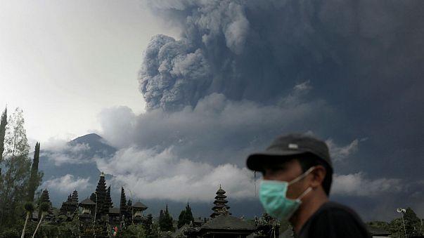 Endonezya'nın Bali Adası'nda yanardağ paniği