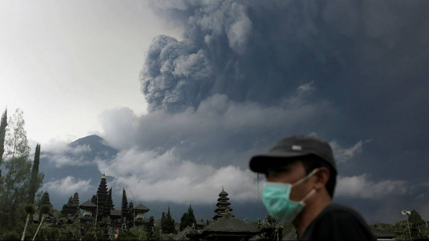Travel warnings raised as Bali volcano erupts