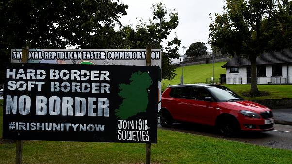 Standoff over Irish border threatens Brexit talks
