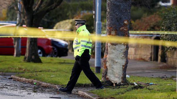 """""""Totales Gemetzel"""": 15-Jähriger steuert gestohlenes Auto gegen Baum"""