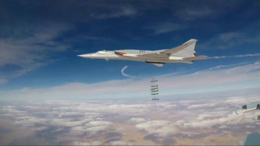 Russische Bomber entladen ihre tödliche Fracht über Syrien