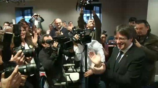 Puigdemont propone votar si Catalunya debe seguir en la UE