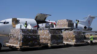 Yemen'e gıda yardımı yeniden başladı