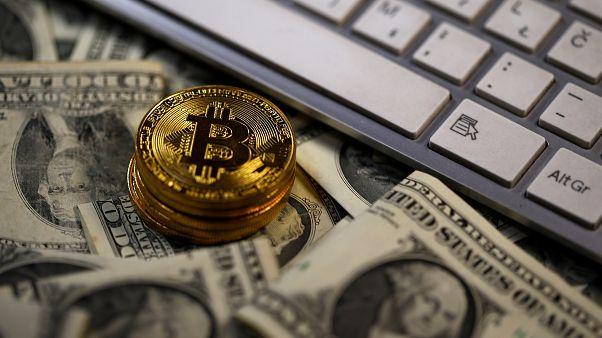 """ارتفاع قياسي في قيمة عملة """"بتكوين"""" والمغرب يحذر مواطنيه من تداول العملة الافتراضية"""