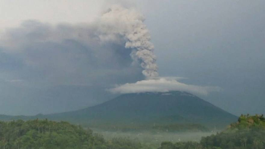 Erupção iminente do Agung retém milhares no Bali