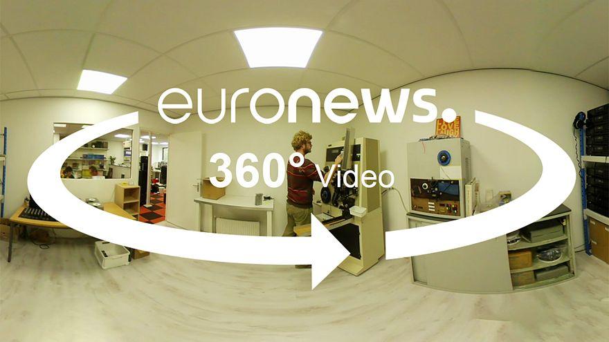 Descubre una de las últimas fábricas de casetes en Europa