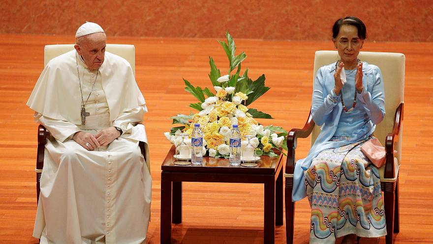 Pope fails to mention Rohingya in speech