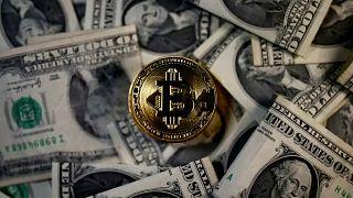 Tízezer dollár felett a bitcoin