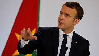 """Au Burkina Faso, Macron reconnaît """"les crimes de la colonisation"""""""