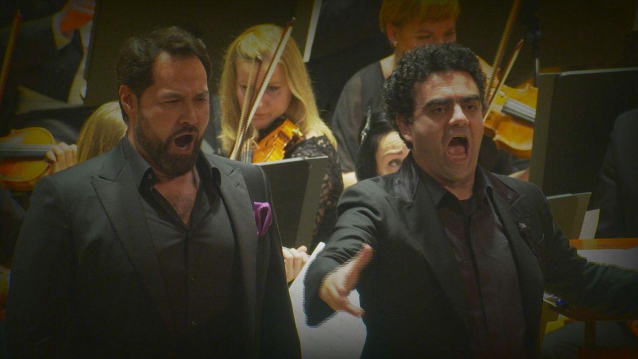 اجرای دوصدایی خواننده تنور و باس در پراگ