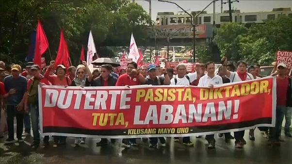 Confrontos entre manifestantes e polícia em Manila