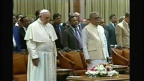 Banglades: nevük említése nélkül emelt szót a pápa a rohingjákért