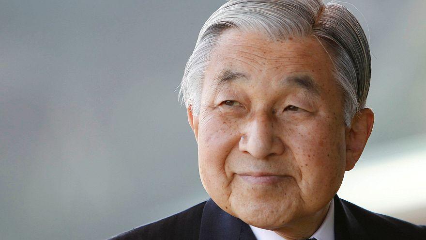 Másfél év múlva vonulhat vissza a japán császár