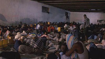 Macron annonce un accord international pour des évacuations d'urgence — Esclavage en Libye