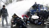 Proteste gegen AfD in Hannover: Wasserwerfer bei 0 Grad!