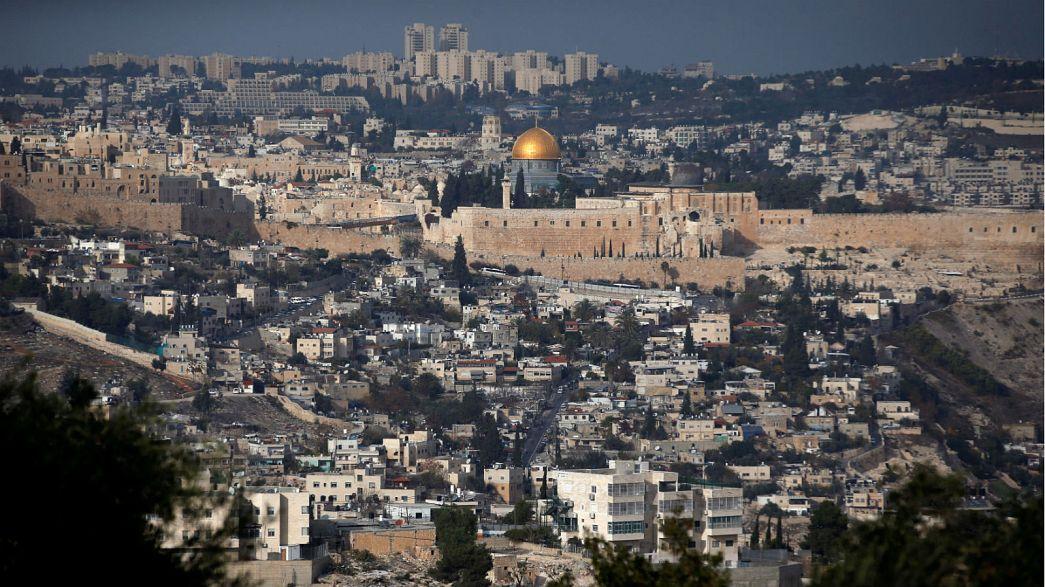 """Посольство США """"переедет в Иерусалим"""" - Трамп позвонил Аббасу"""