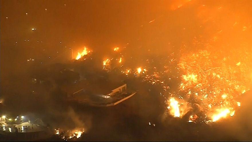 """Miles de evacuados en California por el incendio """"Thomas"""""""