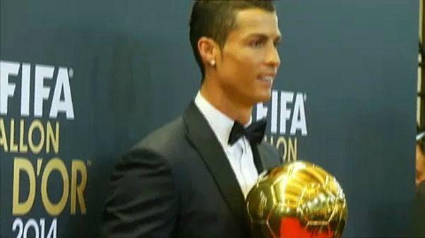 Aranylabda: Cristiano Ronaldo kapja az ideit is