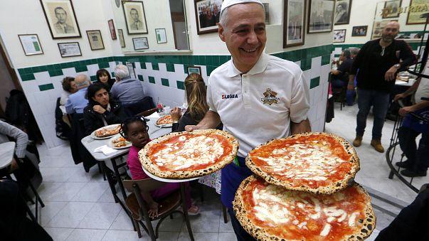 A nápolyi pizzát ünneplik
